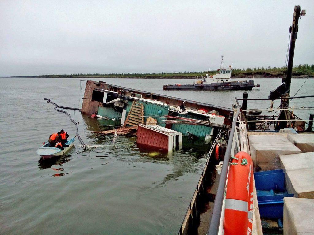 Бонопостановка и обследование затонувшего судна р. Яна, респ. Саха (Якутия), РФ Август, 2014
