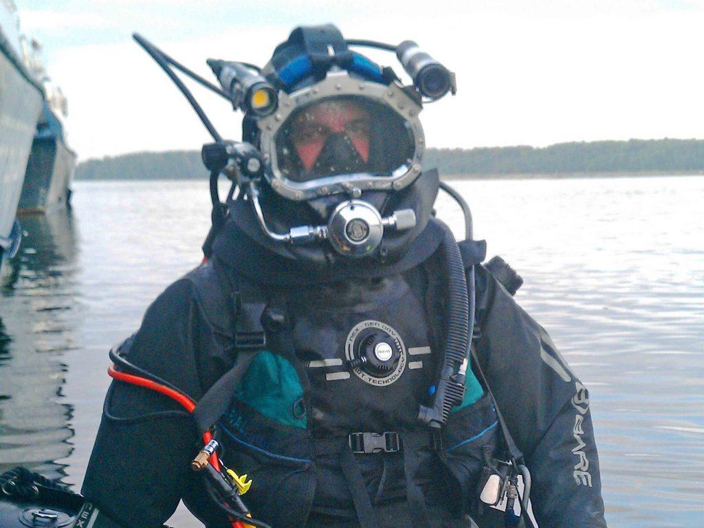 Подводный ремонт ВРГ корабля Высоцк