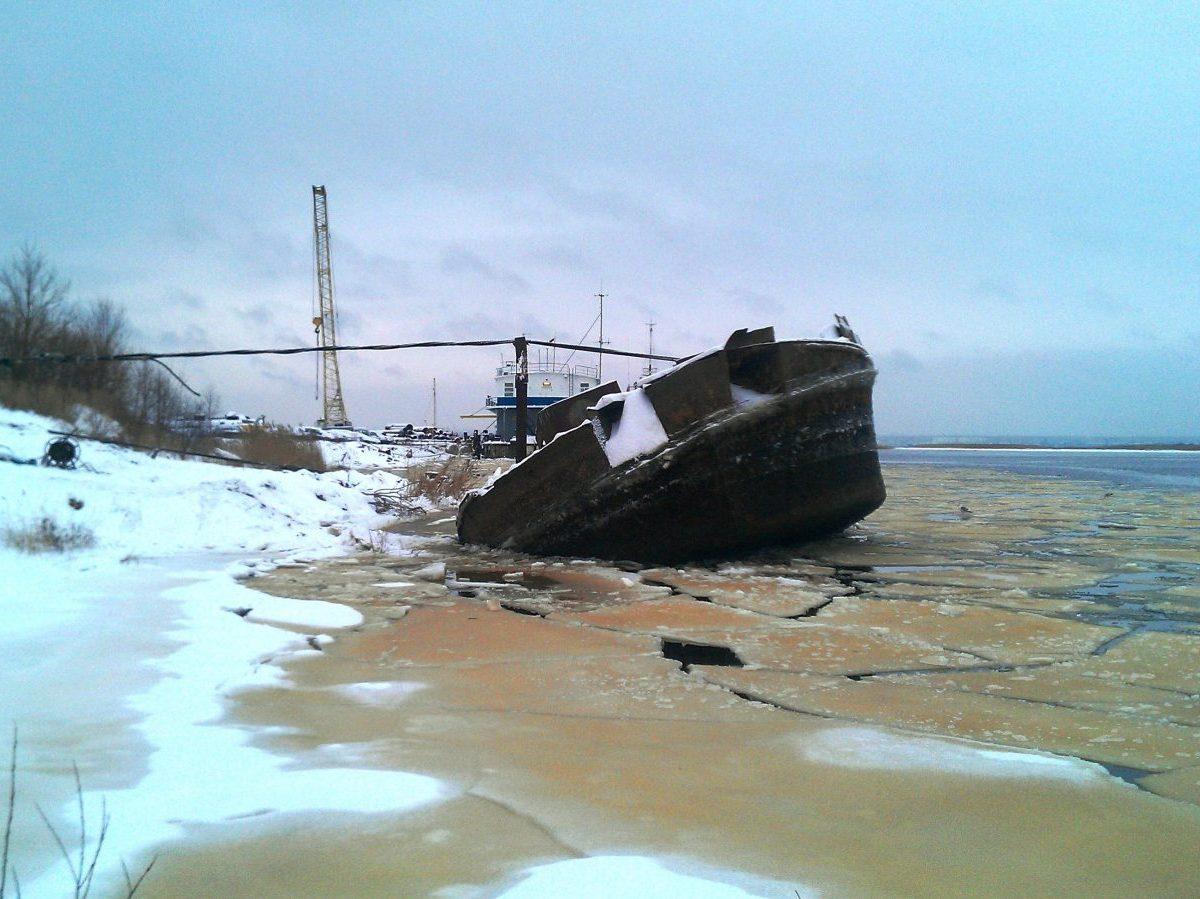 Судоподъем грунтоотвозной шаланды Усть-Луга